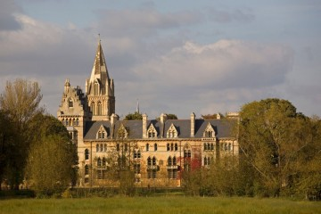 Оксфорд пропишется в Париже