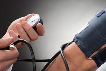 Медики выяснили: нельзя слишком сильно понижать давление