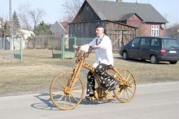 Белорусы изобрели деревянный велосипед