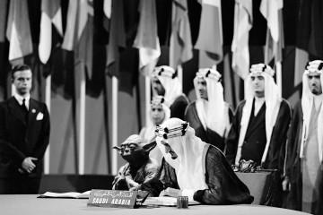 В Саудовской Аравии вышел учебник с фото короля и магистра Йоды в ООН