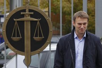 Навальный подал на Путина в суд