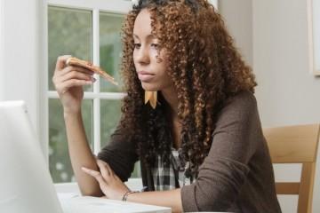 Женщины могут полнеть от стрессов и неприятностей