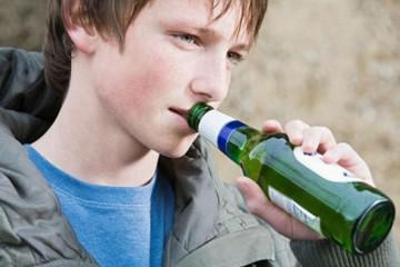 Пьянство в юности приводит позже к остеопорозу