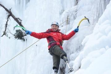 Безногий 70-летний альпинист покорил Эверест
