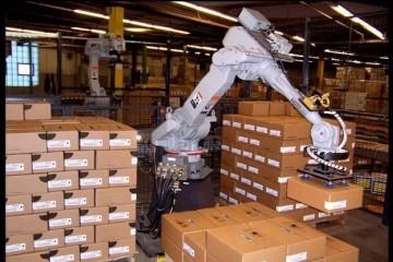 Амазон заменяет менеджеров на роботов