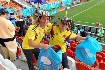 Болельщики Японии, Колумбии и Сенегала вызвали восхищение россиян, убрав мусор после матча