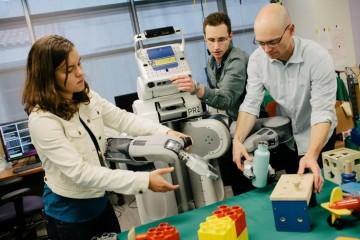 Роботы научились понимать с первого раза