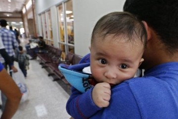 В США перед судом предстал годовалый ребенок без родителей и адвоката
