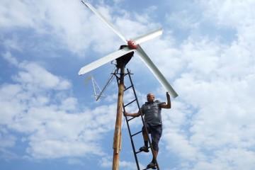 Инженер из сельской глубинки устроил в РФ ветряную революцию