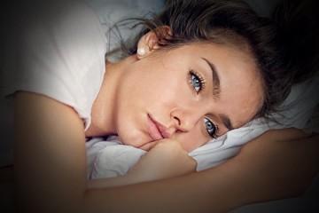 Недостаток сна способствует одиночеству