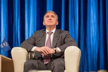 Глава Тюменской области решил, кому положены «бюджетные» стулья по 30 тысяч
