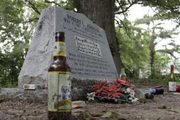 Чиновники Екатеринбурга подсчитали, сколько мусорят покойники