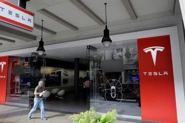 Тесла закрывает все магазины
