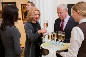 Минкульт РФ требует вернуть алкоголь в культурные учреждения