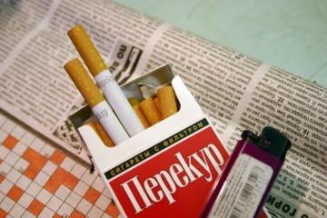 Минздрав предложил работодателям менять дорогие сигареты на бесплатные яблоки