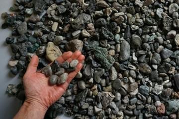 Пластик стал маскироваться под камни